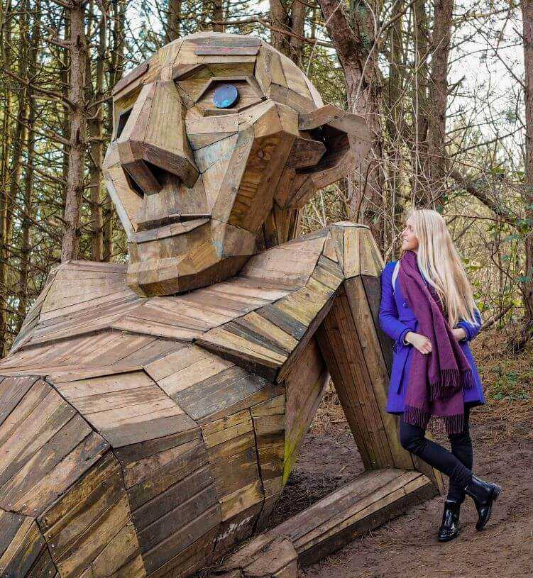 A wooden sculpture called Thomas on the Mountain, located in the outskirts of Copenhagen and is a part of the Six Forgotten Giants sculpture collection